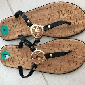 EUC Michael Kors Black Patent Thong Sandals